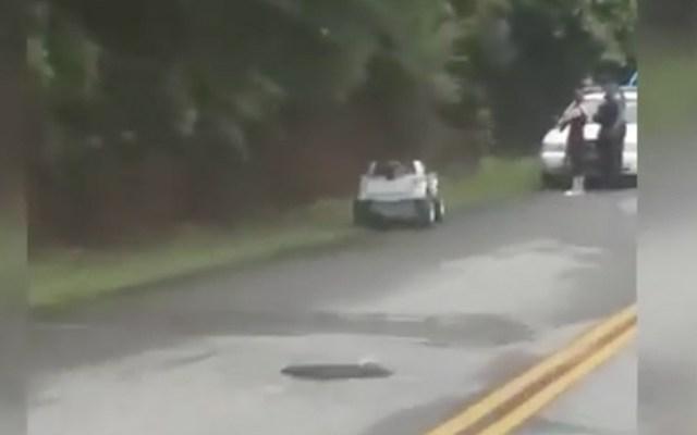 #Video Detienen a mujer por conducir ebria un coche de juguete - Captura de pantalla