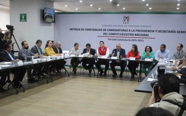 Entregan constancias a aspirantes a Presidencia del PRI - Comisión Nacional de Procesos Internos del PRI. Foto de @ferbayardo