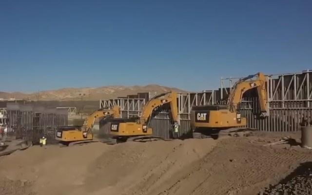 Trump visitará la frontera con México para inspeccionar construcción del muro - Construcción de muro fronterizo en El Paso. Captura de pantalla