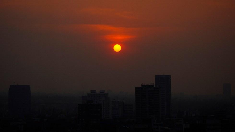 La Ciudad de México tiene mala calidad del aire 300 días al año - Contaminación del aire en la CDMX durante la mañana. Foto de Notimex