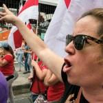 Manifestantes lanzan artefacto explosivo contra presidencia de Costa Rica - Foto de AFP