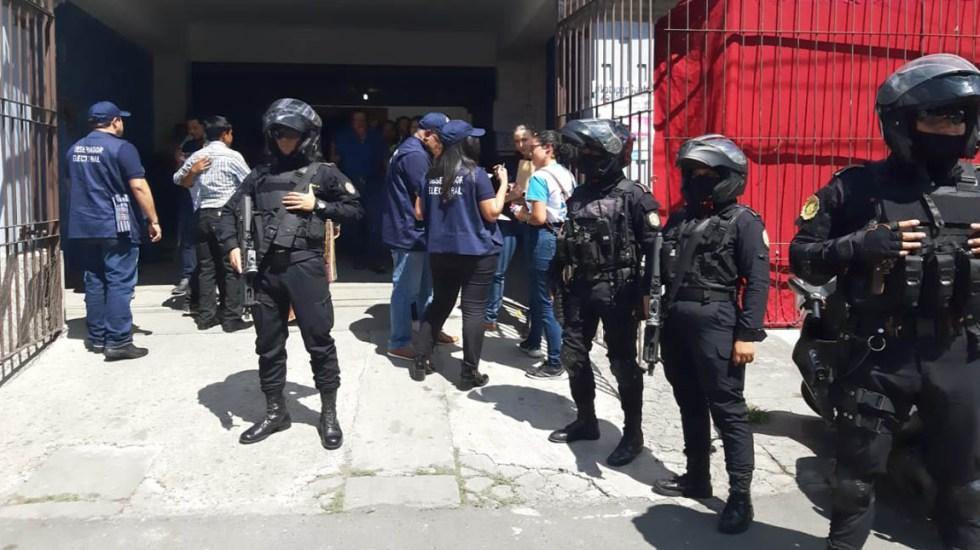 Suspenden comicios en municipio de Guatemala por amenazas - Despliegue policiaco en centros de votación en Guatemala. Foto de @mingobguate