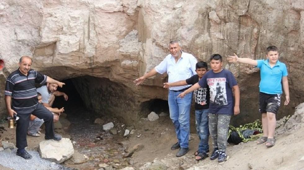 Hallan ciudad subterránea de hace cinco mil años en Turquía - Entradas a la ciudad subterránea recién descubierta. Foto de AA