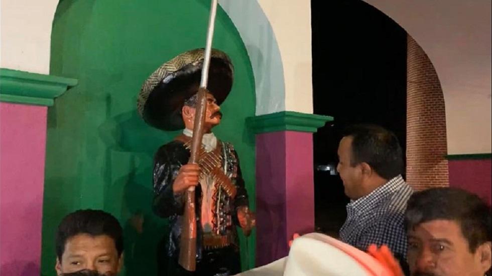 Roban estatua de Emiliano Zapata en Morelos - Zapata a la entrada del municipio de Ayala. Foto de @isaacPimentelM
