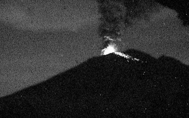 Explosión en Popocatépetl arroja fragmentos incandescentes - Foto de @CNPC_MX