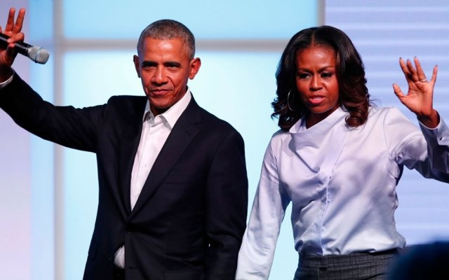 Barack y Michelle Obama firman contrato con Spotify para crear podcasts - obama