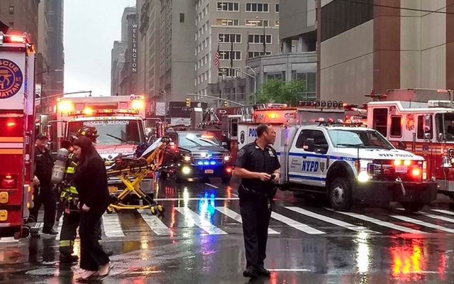 Se estrella helicóptero en rascacielos de NY. Confirman muerte del piloto - Helicóptero