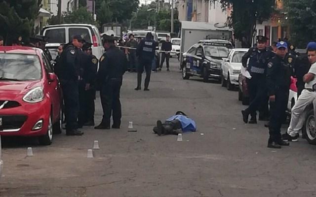 Asesinan a motociclista en la colonia San Felipe de Jesús - Motociclista baleado en la colonia San Felipe de Jesús de la GAM. Foto de @bboykuakua