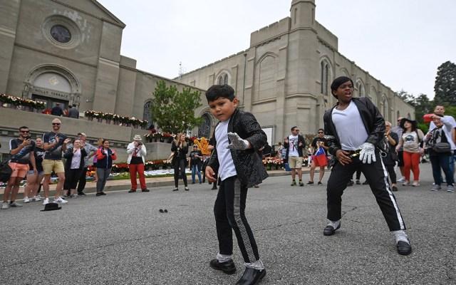 Fanáticos homenajean a Michael Jackson a diez años de su muerte - homenaje muerte michael jackson