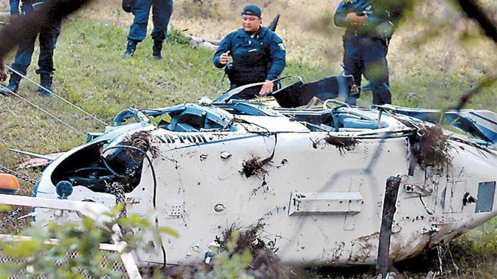 Piloto de helicóptero desplomado en Edomex presentaba impacto de bala: FGJEM - impacto de bala piloto helicóptero