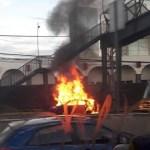 #Video Se incendia vehículo sobre la carretera México-Toluca - Incendio de vehículo sobre la México-Toluca. Foto de @ciemergencias