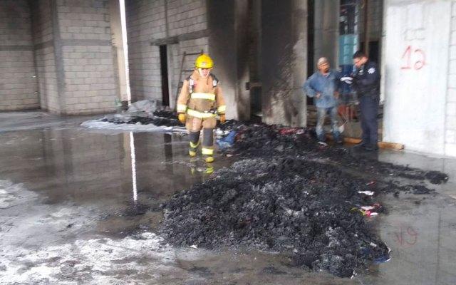 Sofocan incendio en edificio en construcción en Monterrey - Foto de Protección Civil