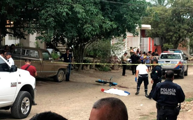 Intentan linchar a policías en Puerto Vallarta por atropellar a una niña - intentan linchar a policías en vallarta por muerte de una menor