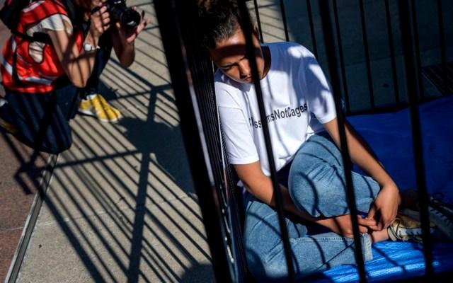"""Piden """"menos jaulas y más aulas"""" para niños migrantes - jaulas maestros México eeuu"""