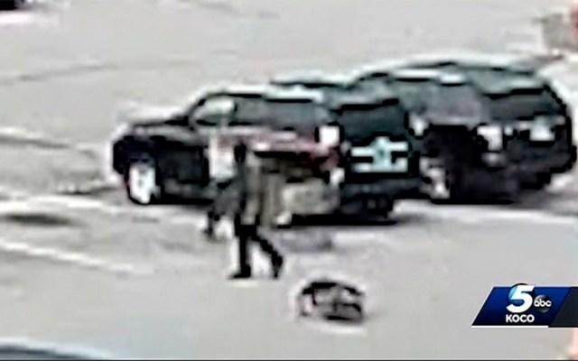 #Video Joven azota a bebé en estacionamiento en Oklahoma - joven bebé estacionamiento oklahoma