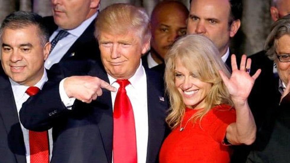 Agencia federal recomienda el despido de asesora de Trump