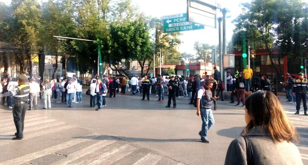 #Video Cierran Insurgentes Sur para exigir liberación de cura detenido - Manifestación en Insurgentes Sur. Foto de @AideGuarneros