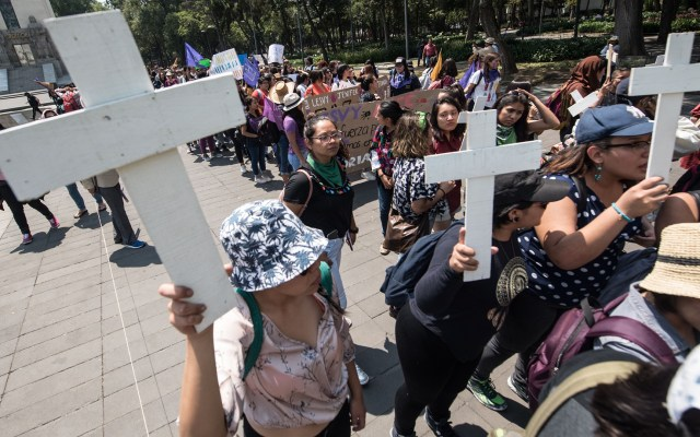 Ciudad de México promete resultados contra feminicidios en seis meses - Marcha contra feminicidos de estudiantes. Foto de Notimex