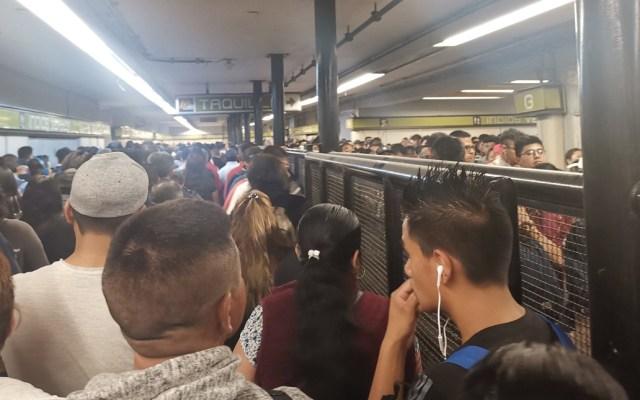 Largas filas en Metro y Metrobús por protesta de taxistas - Foto de @George82835615