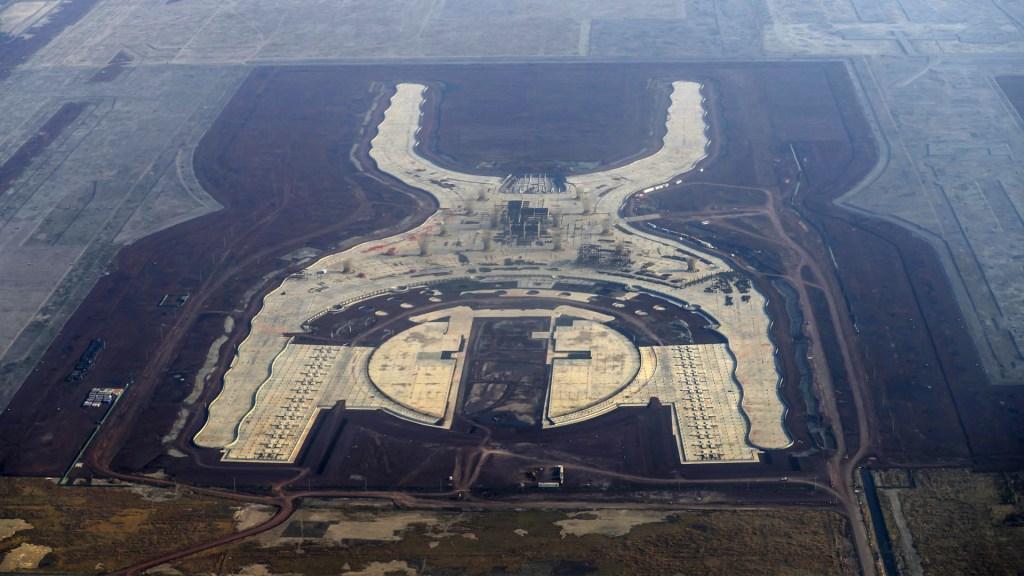 Asegura AMLO que en 2021 será inaugurada pista militar en aeropuerto de Santa Lucía - NAIM. Foto de Archivo/ Notimex.