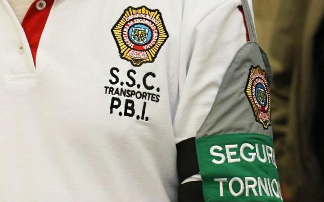 Cambian imagen a policías que vigilan transporte público de la CDMX - Nuevo uniforme de policías que vigilarán el transporte público de la CDMX. Foto de @GobCDMX