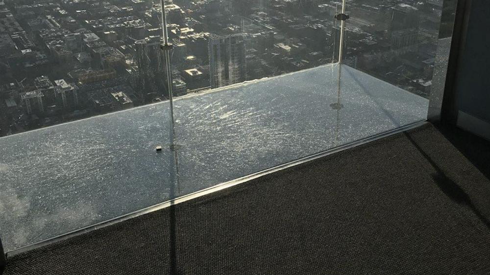 Entran en pánico visitantes del SkyDeck de la Torre Willis de Chicago