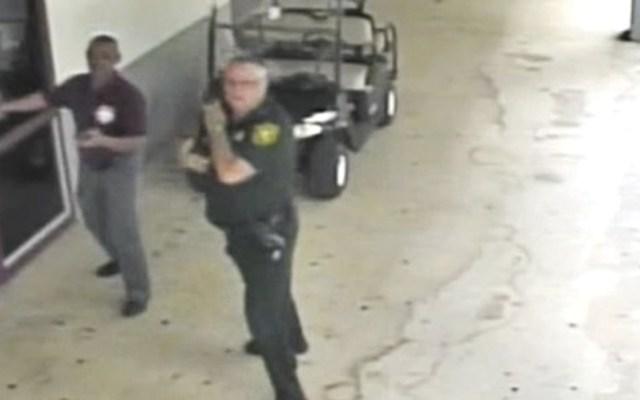 Detienen a oficial que se resguardó durante tiroteo en Parkland - Foto de Twitter