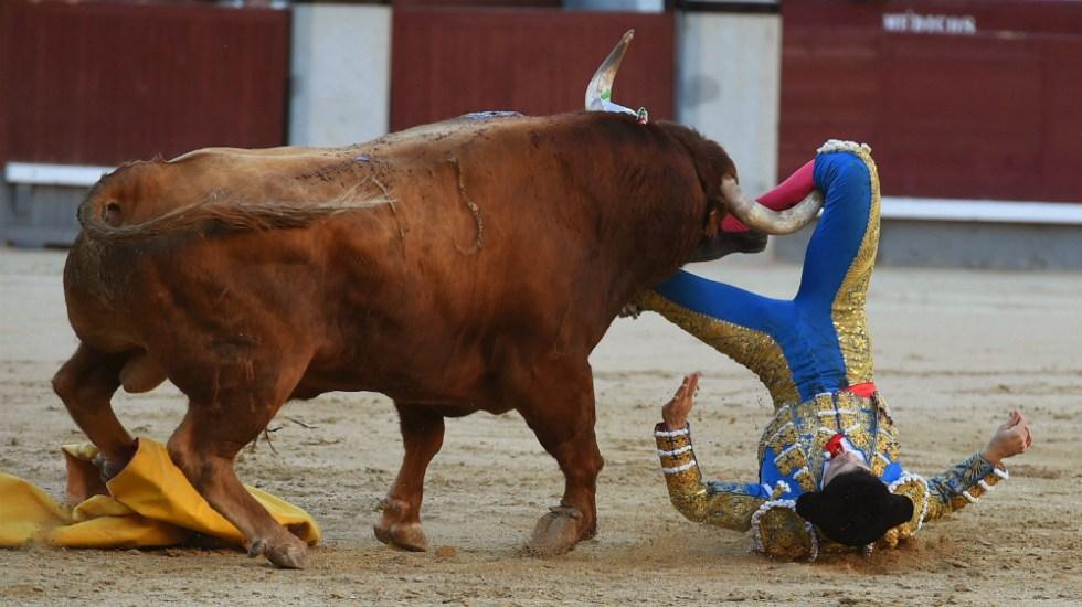 El matador Ritter resulta herido por el cuarto toro en Las Ventas - Foto de EFE