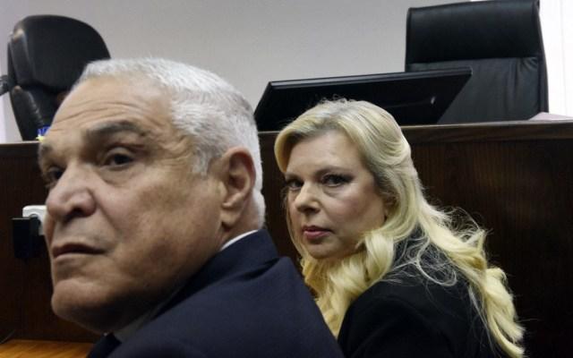 Declaran culpable de malversación a esposa de primer ministro israelí - Sara Netanyahu ante la corte. Foto de AFP / Debbie Hill