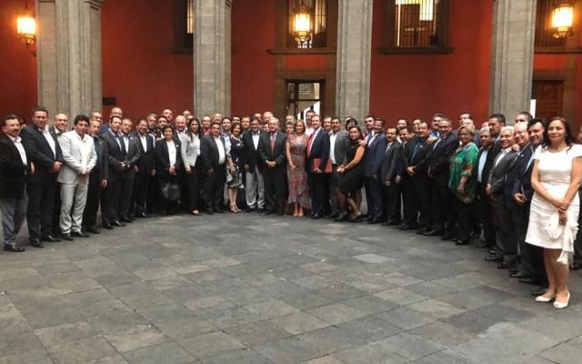 SNTE respalda a AMLO en defensa de México ante Trump - SNTE con AMLO en Palacio Nacional. Foto de @SnteNacional
