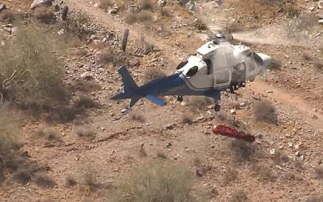 #Video Camilla con anciana herida gira sin control en traslado aéreo - Traslado aéreo de anciana. Captura de pantalla