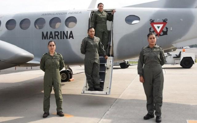 Semar presenta a su primera tripulación aérea de mujeres - Tripulación aérea femenina de la Semar. Foto Especial / Milenio