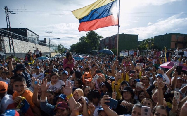 Errores de la oposición impiden recuperar la democracia en Venezuela - Venezuela manifestación Juan Guaidó Nicolás Maduro Parlamento