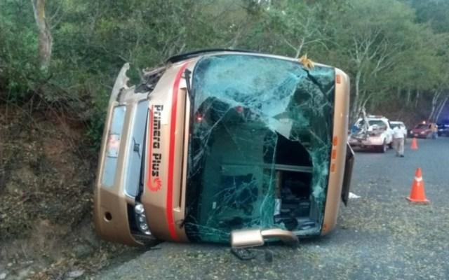 Volcadura de autobús deja 14 lesionados en Jalisco - Volcadura autobùs Jalisco