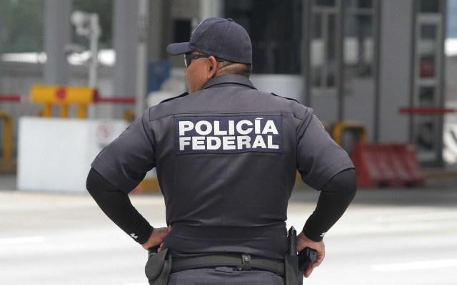 Aseguran 207 kilos de metanfetamina en empresa de paquetería de Sonora - Agente de la Policía Federal. Foto de Notimex