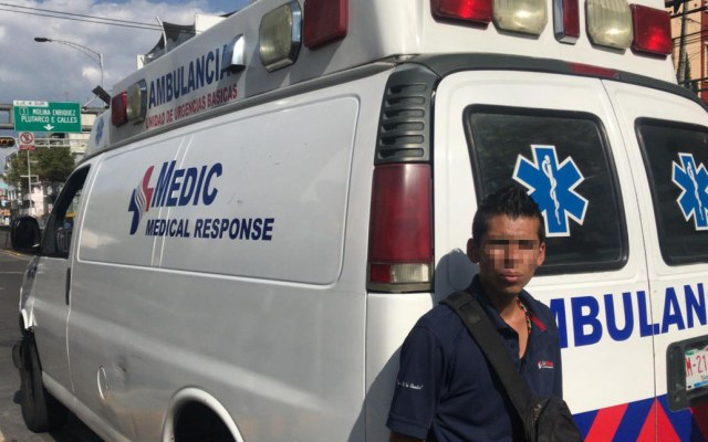 Gobierno de la Ciudad de México actuará contra ambulancias irregulares - Ambulancia irregular detectada y asegurada en la CDMX (junio de 2019). Foto de @USARHM