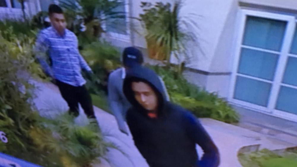 Juan Osorio muestra a tres de los cuatro hombres que asaltaron su casa - Foto de @osoriojua