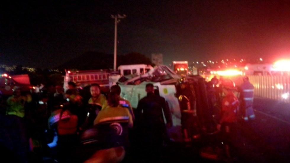 Asalto provoca volcadura y deja al menos tres muertos en la México-Puebla - asalto y volcadura camioneta autopista méxico-puebla