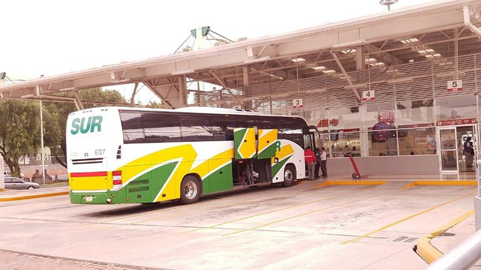 Autobús aplasta a hombre en terminal de Iztapalapa - Autobús estacionado en terminal de ADO en Iztapalapa. Foto de Alejandro Salas / Google Maps