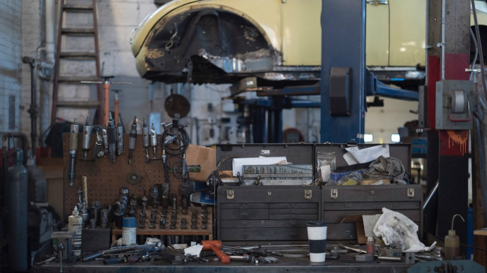 Recuperan predio en la Miguel Hidalgo usado para desmantelar vehículos - Foto de AJ Yorio para Unsplash