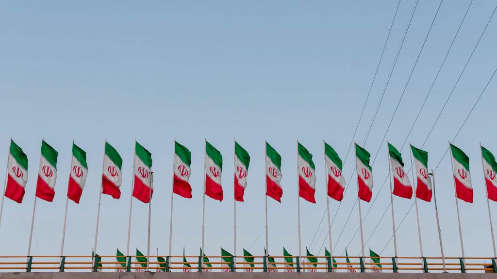 Irán arresta a 17 espías de la CIA - Bandera de Irán