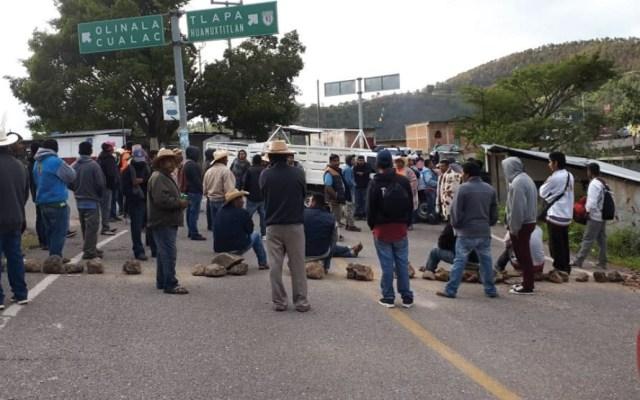 Bloquean carretera Chilpancingo-Tlapa por falta de entrega de fertilizantes - Foto de Quadratín
