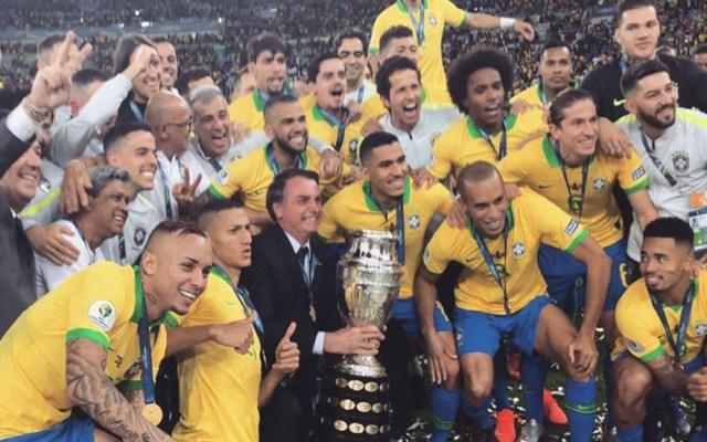 'Es un show': Bolsonaro desestima denuncia de Messi en Copa América - Bolsonaro en festejo de Brasil por ganar la Copa América. Foto de @jairbolsonaro