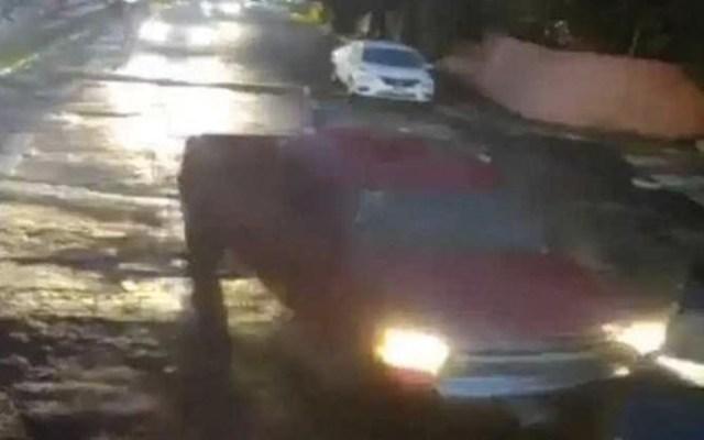 #Video Conductor choca su camioneta para evitar asalto en Naucalpan - Captura de pantalla