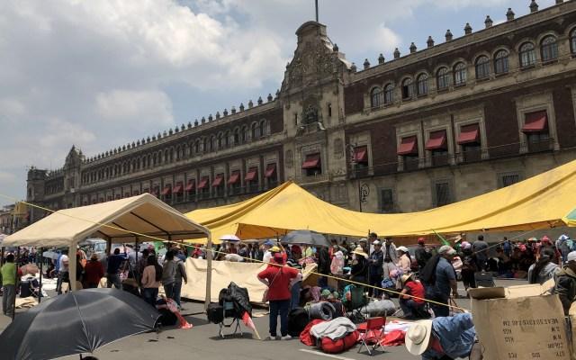 Campesinos retiran campamentos del Zócalo capitalino - Campamentos de campesinos en el Zócalo capitalino. Foto de Notimex