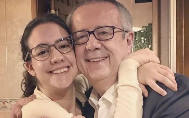 """""""Muy orgullosa de ti"""": hija de Carlos Urzúa tras renuncia del exsecretario - Foto de Twitter María José Urzúa"""