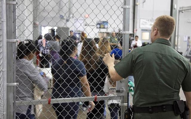 Migrantes denuncian tortura psicológica en centros de detención de EE.UU. - Un centro de internamiento de inmigrantes en McCallen, Texas. Foto de EFE.–