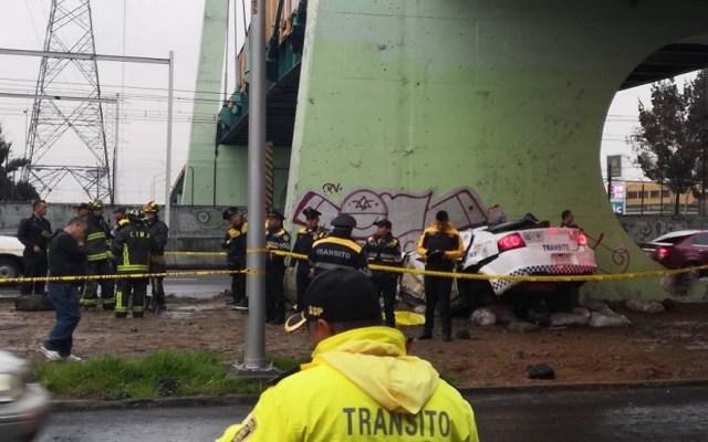 Mueren dos policías tras chocar contra muro en Calzada Zaragoza - Choque de patrulla sobre Calzada Ignacio Zaragoza. Foto de @amarilloalarcon
