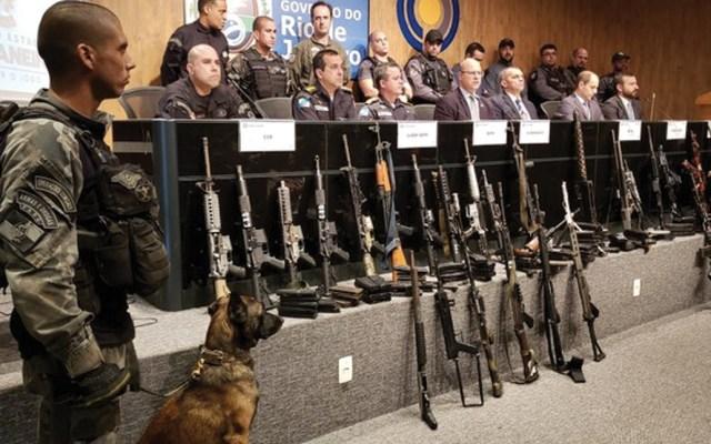 Realizan la mayor incautación de armas y drogas en Río de Janeiro - Foto de @PCERJ