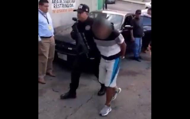 Detienen a homicidas de mujer en asalto a transporte público en Coacalco - Detención de uno de dos asaltantes que operaban en Tlalnepantla y Coacalco. Captura de pantalla